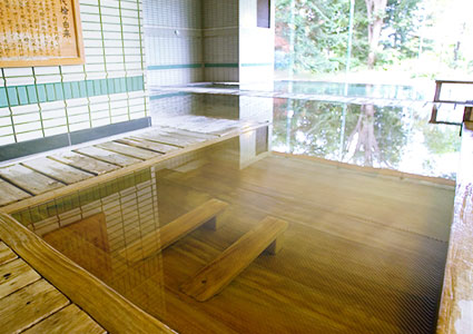 木の香漂う、ひのきの寝湯古代檜風呂